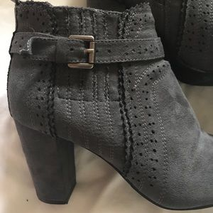 GUC size 7 grey suede ankle booties